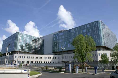 Etude organisationnelle d'un réseau de transport pneumatique au Centre Hospitalier de Versailles pour l'acheminement des produits biologiques